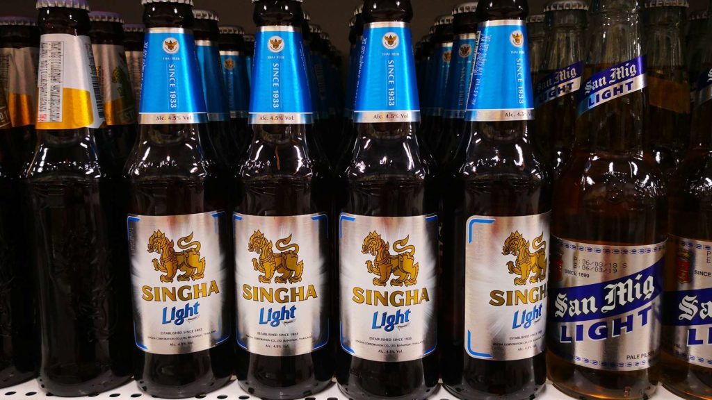 Singha Light Bier in einem Supermarkt in Thailand