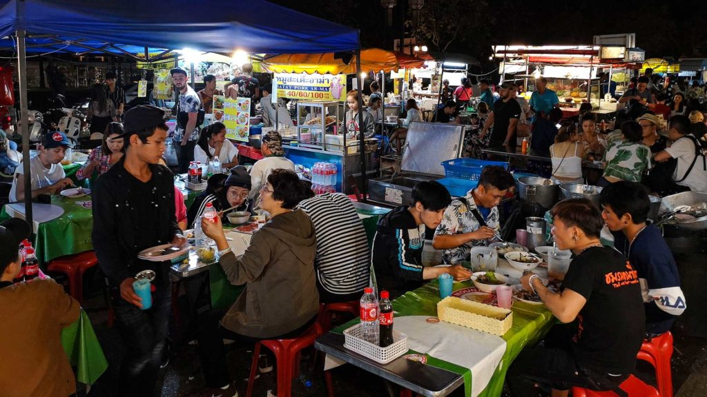 Chang Pueak Nachtmarkt in Chiang Mai